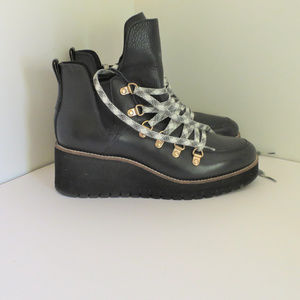 COLE HAAN EXPLORE BLK WOMAN BOOT SIZE 8.5 B